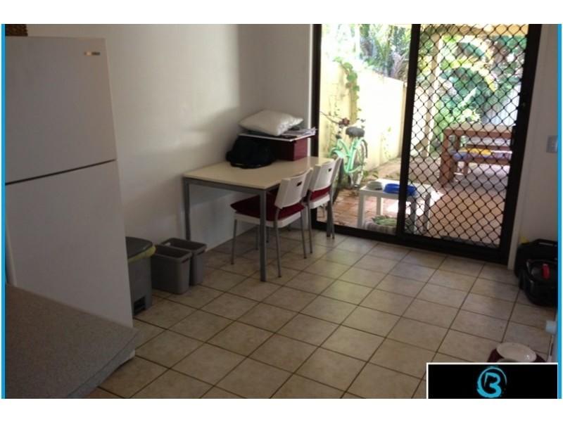1/2 Callistemon Court, Arundel QLD 4214