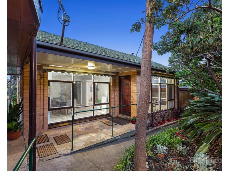 17 Smith Crescent, Footscray VIC 3011