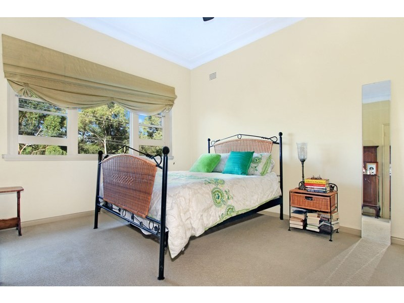 30 Woodlawn Avenue, Mangerton NSW 2500