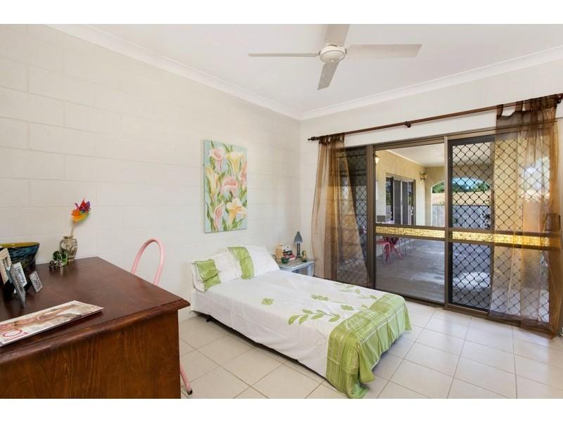 32 Lavender Street, Mooroobool QLD 4870