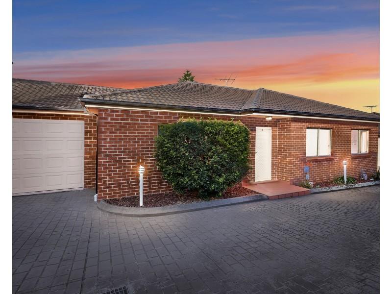 2/14 Napoleon Road, Greenacre NSW 2190