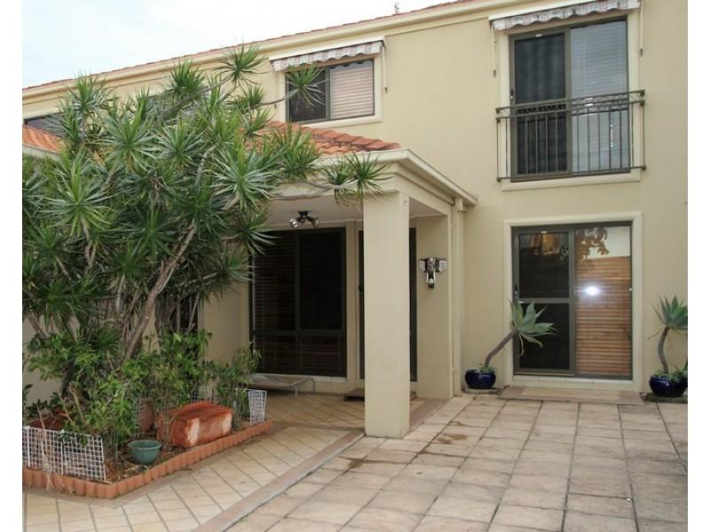 2/2 Pheasant Court, Miami QLD 4220