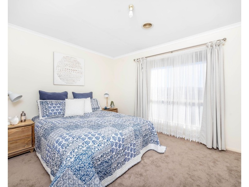 8 Doutney Place, Dunlop ACT 2615
