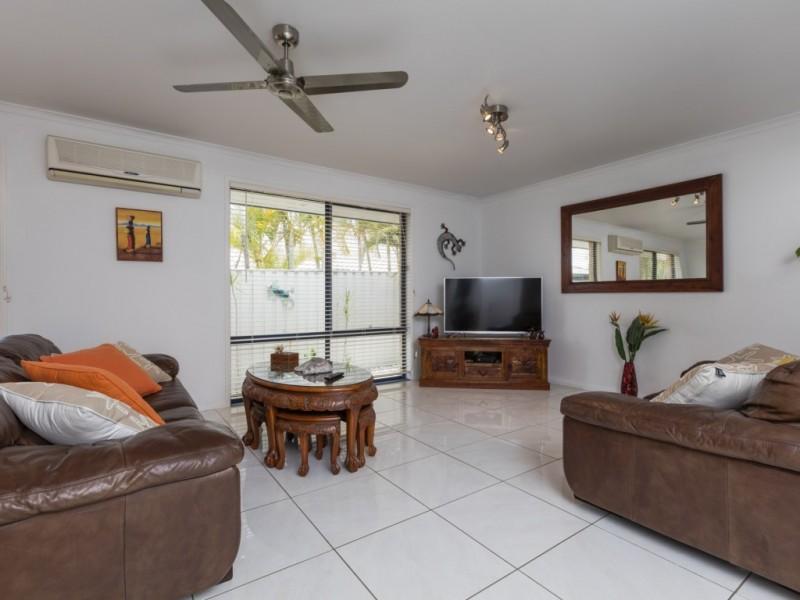 7 Irvine Street, Pacific Pines QLD 4211