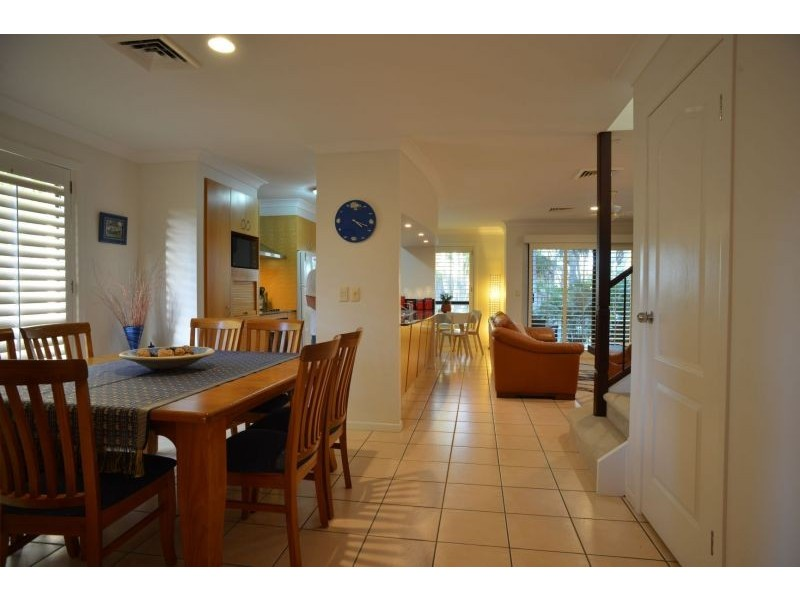58/85 Palm Meadows Dr, Carrara QLD 4211