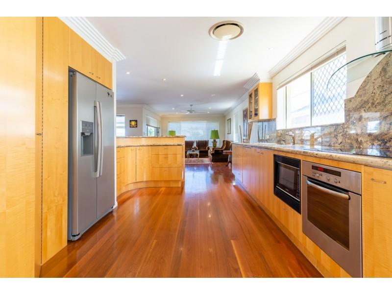 14 Welby Street, Broadbeach Waters QLD 4218