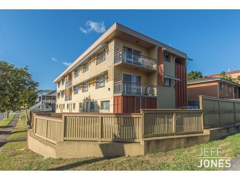 2/160 Juliette Street, Greenslopes QLD 4120