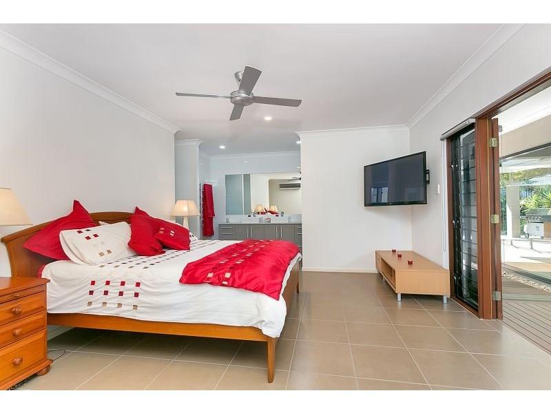 4 Saunders Court, Clifton Beach QLD 4879