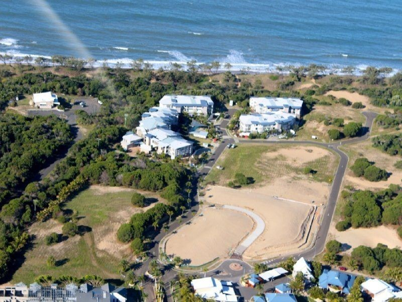 105/4 Beaches Village Circuit, Agnes Water QLD 4677