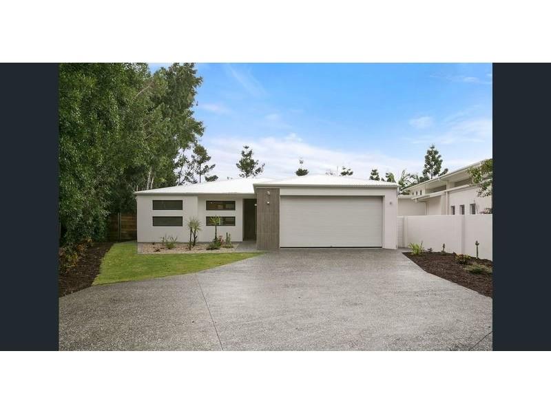 6017 Vista Drive, Benowa Waters QLD 4217