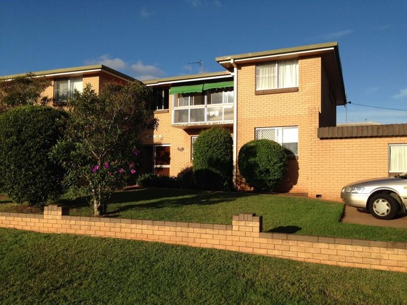 2/128 Curzon St, Rangeville QLD 4350