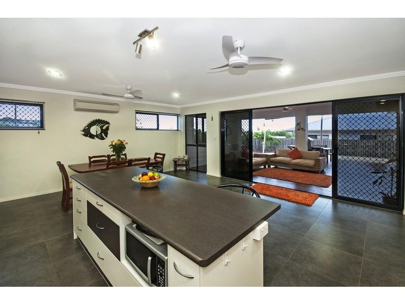 9 Deedes crescent, Bushland Beach QLD 4818