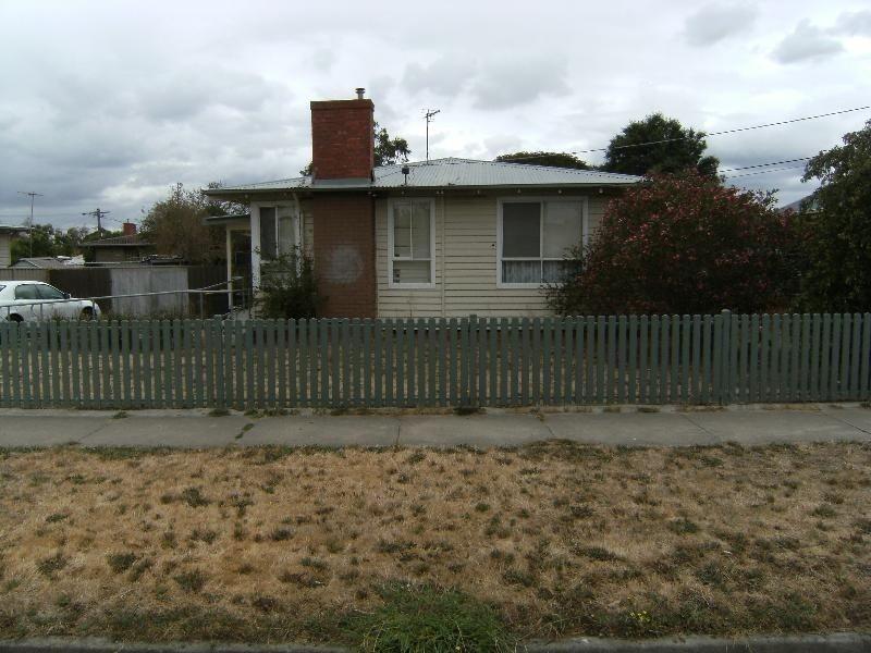 6 Violet Grove, Wendouree VIC 3355