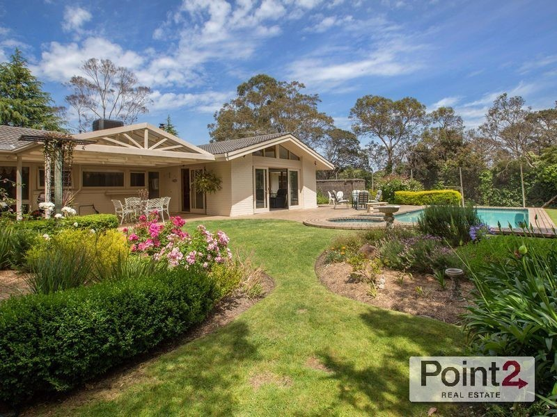 11 McGown Road, Mount Eliza VIC 3930