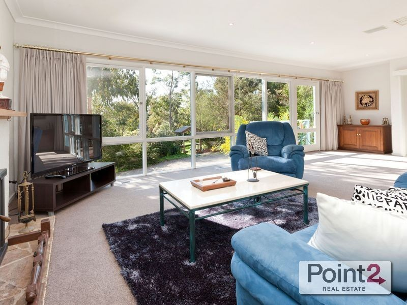 11 Mann Road, Mount Eliza VIC 3930
