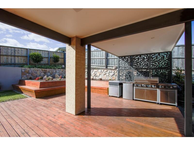13 Riviera Court, Lakes Entrance VIC 3909