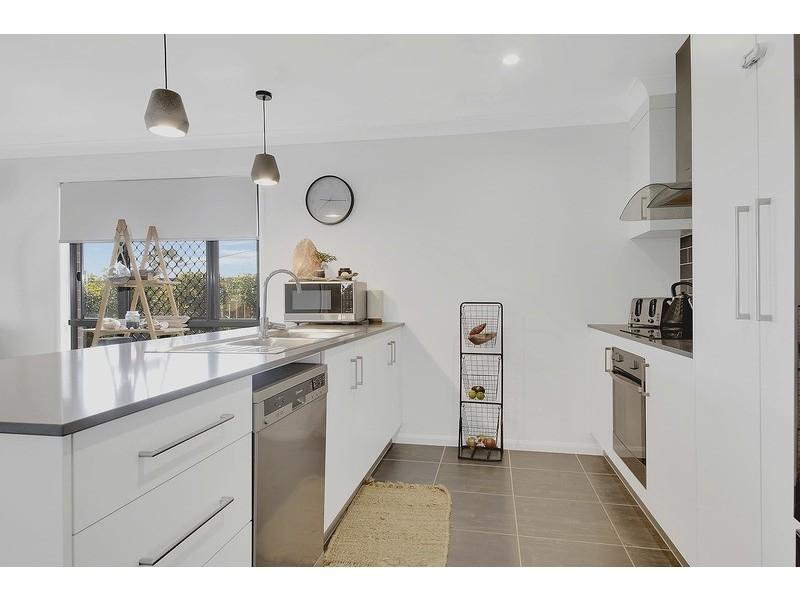 18 Shoalwater Circuit, Lammermoor QLD 4703