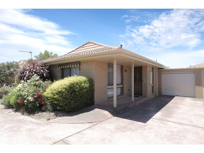 2/106 Cuthberts Road, Alfredton VIC 3350