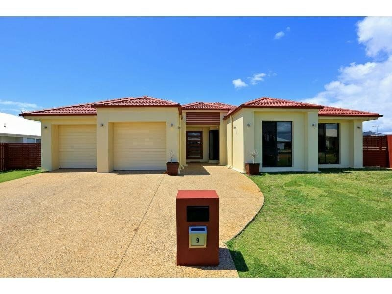 9 HILLCREST court, Bargara QLD 4670