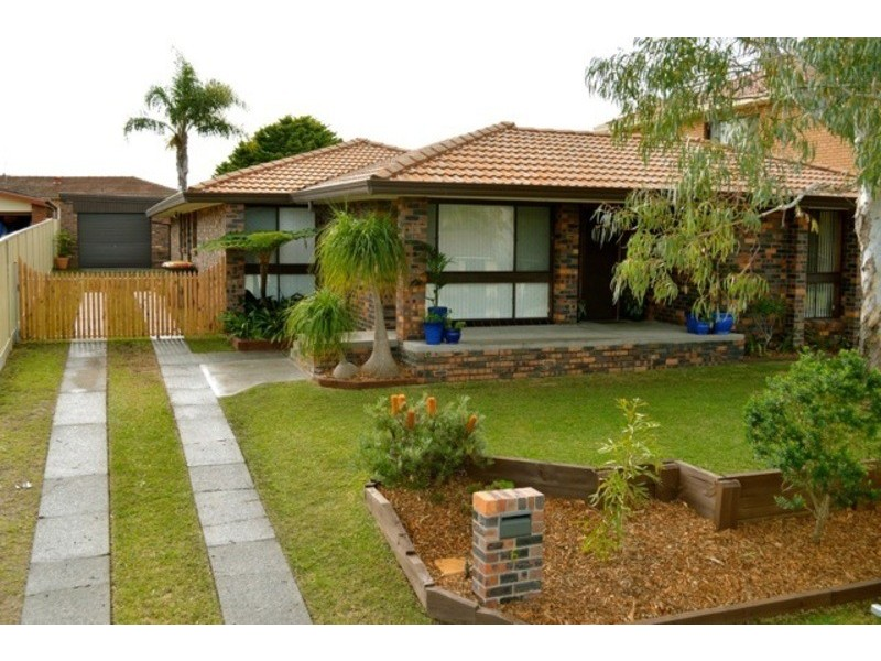 6 Flinders Close, Barrack Heights NSW 2528