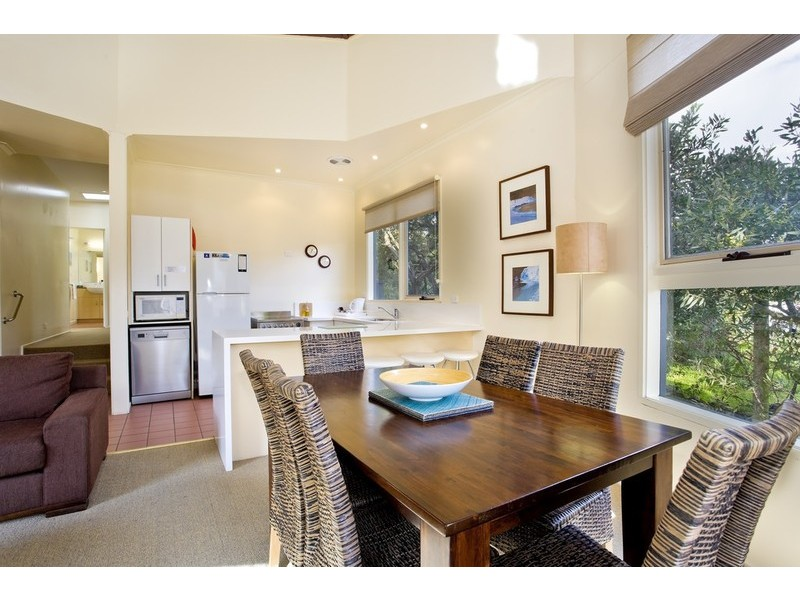 2/2-4 Barton Court, Aireys Inlet VIC 3231