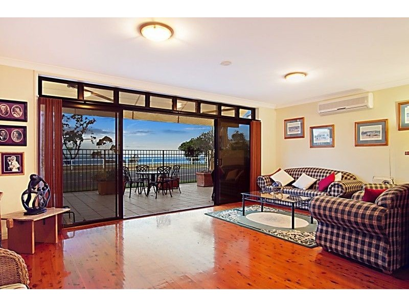 14 Eagle Terrace, Shorncliffe QLD 4017