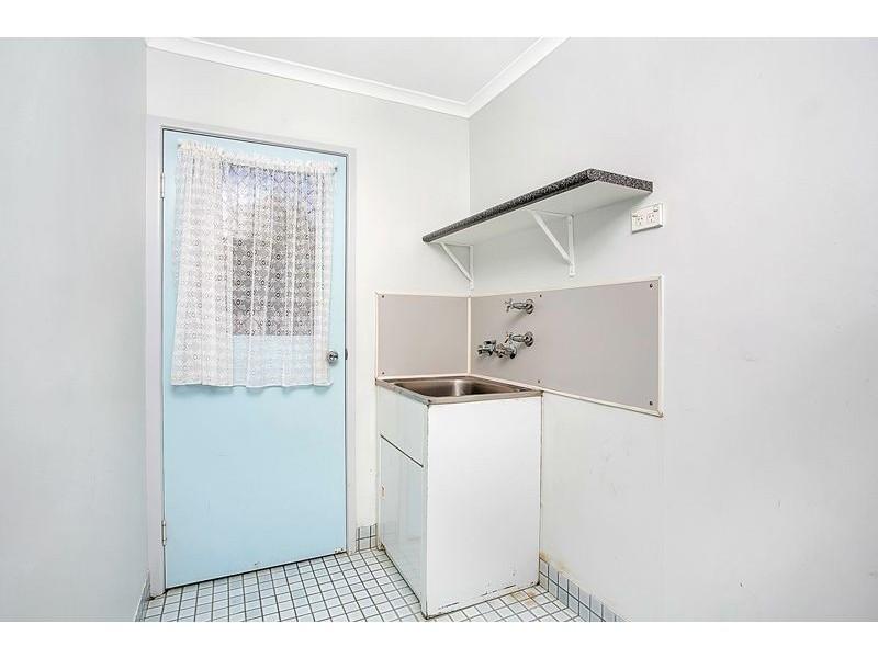 17 Rignold Street, Mooroobool QLD 4870