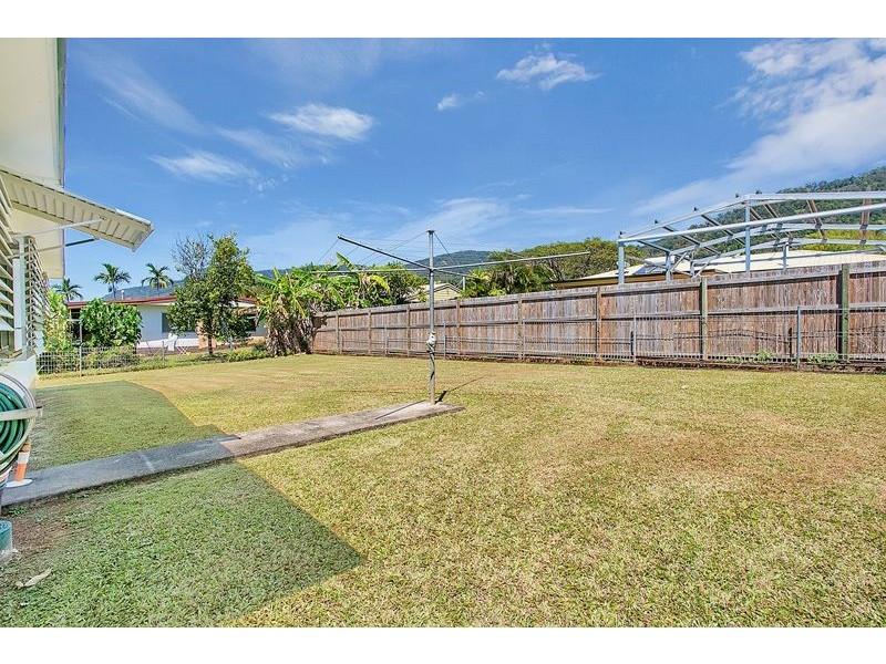 5 Holly Street, Mooroobool QLD 4870