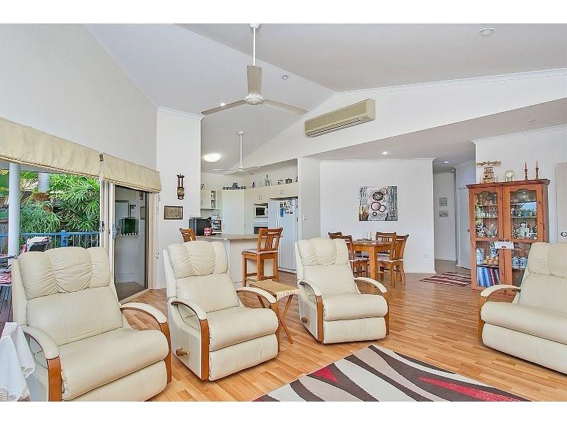 81 Callum Street, Mooroobool QLD 4870