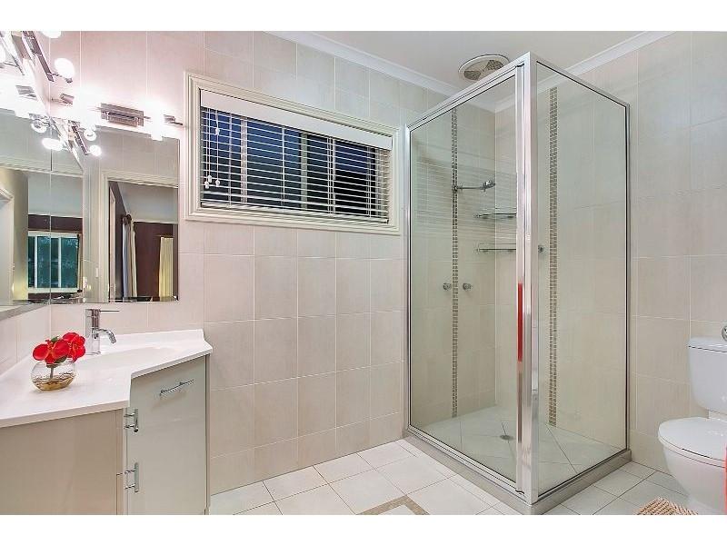 8 Olfersia Court, Mooroobool QLD 4870