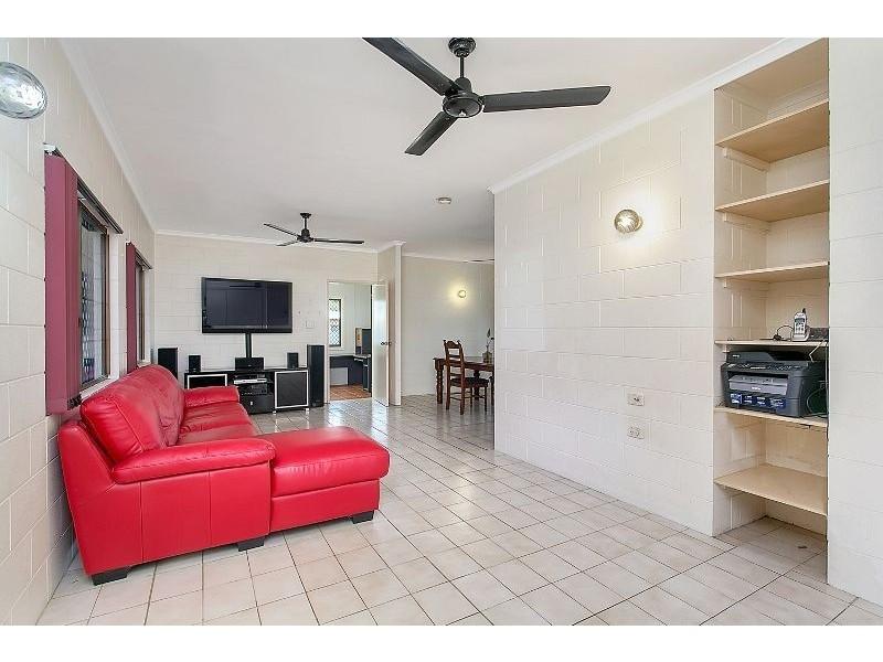 104 Callum Street, Mooroobool QLD 4870