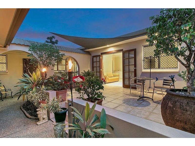 11 Marigold Close, Mooroobool QLD 4870