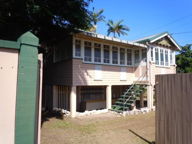 19 Law Street, Cairns North QLD 4870