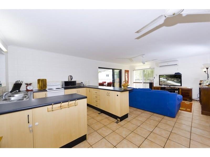 18 Gardenia Court, Mooroobool QLD 4870
