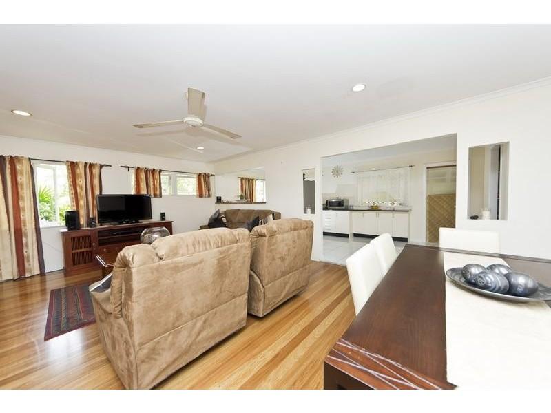 8 Swallow Street, Mooroobool QLD 4870