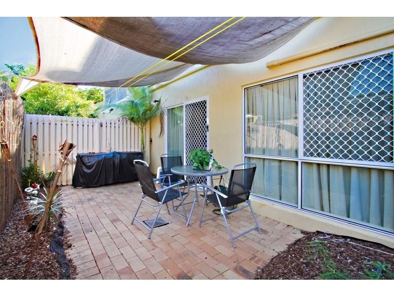 4/426 McCoombe Street, Mooroobool QLD 4870