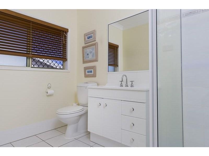 10 Rosemont Court, Mooroobool QLD 4870