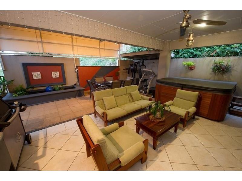 4A Leoni Close, Mooroobool QLD 4870