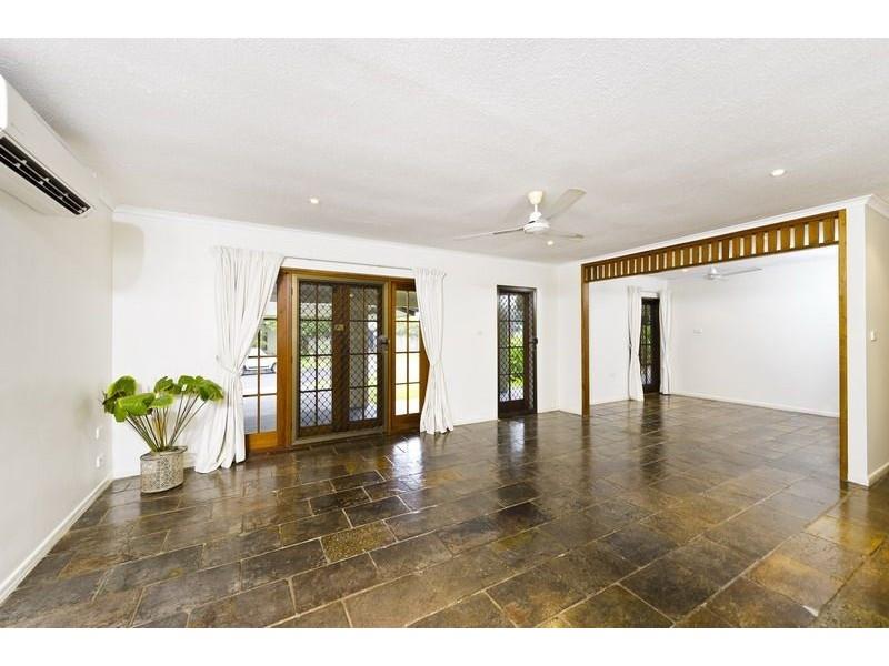 4 Ixora Court, Mooroobool QLD 4870