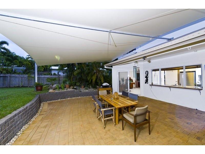 27 Strathmore Court, Mooroobool QLD 4870