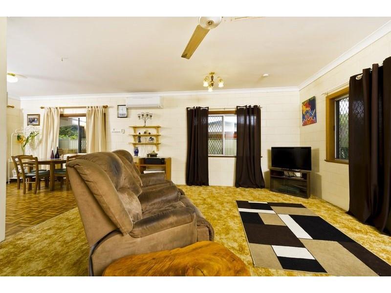 14 Lobelia Court, Mooroobool QLD 4870