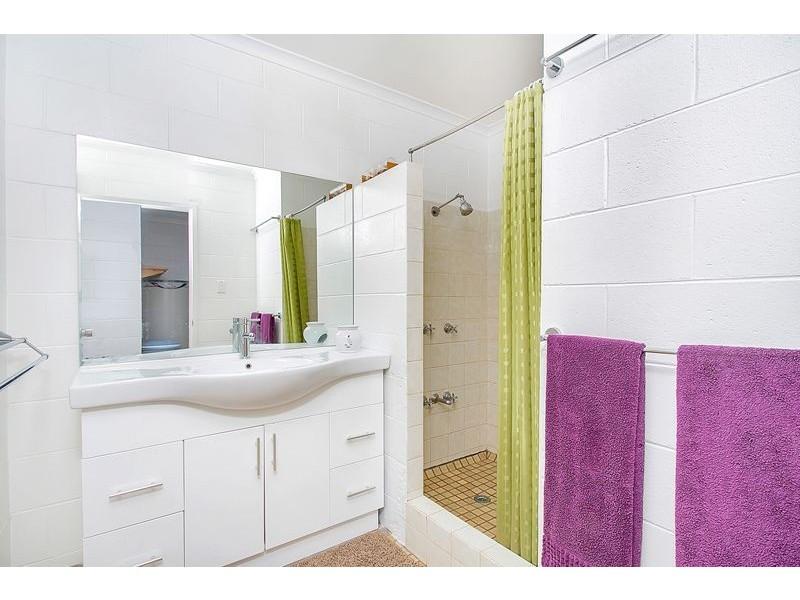5 Frances Street, Mooroobool QLD 4870