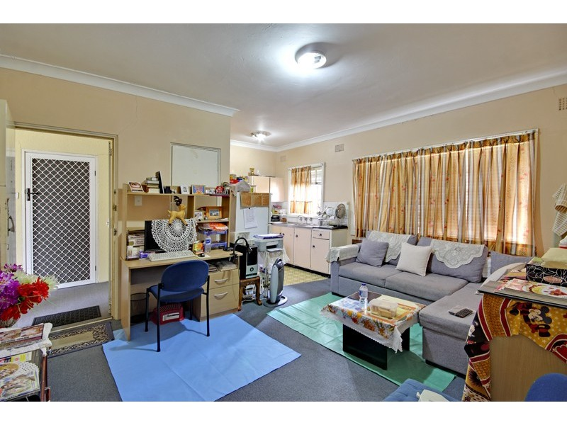 8/88 Eighth Ave, Campsie NSW 2194