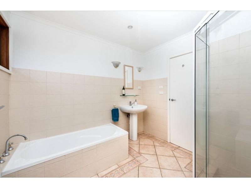 10 Kidston Crescent, Curtin ACT 2605