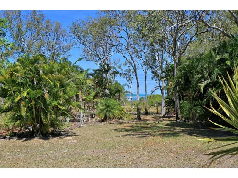 92 Melcer Road, Elliott Heads QLD 4670