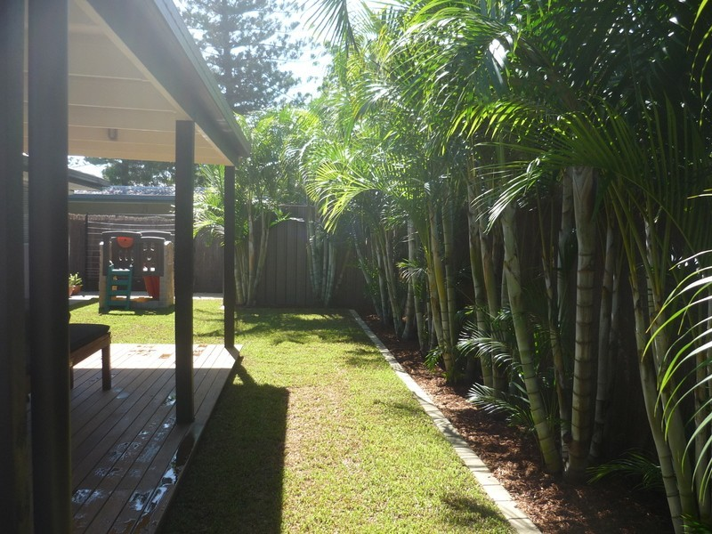 8 Kalimna Drive, Broadbeach Waters QLD 4218