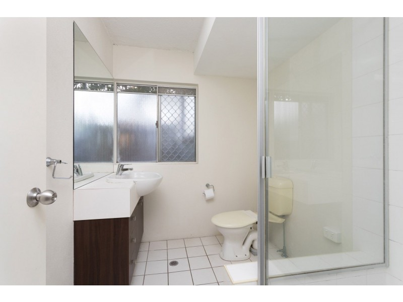 2/113 Sir Fred Schonell Drive, St Lucia QLD 4067