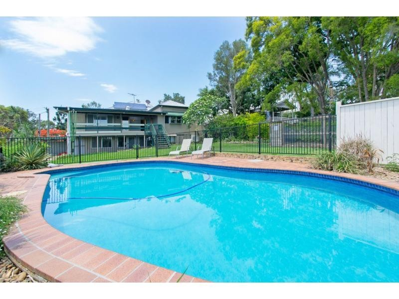 8 Pryde Street, Woodend QLD 4305