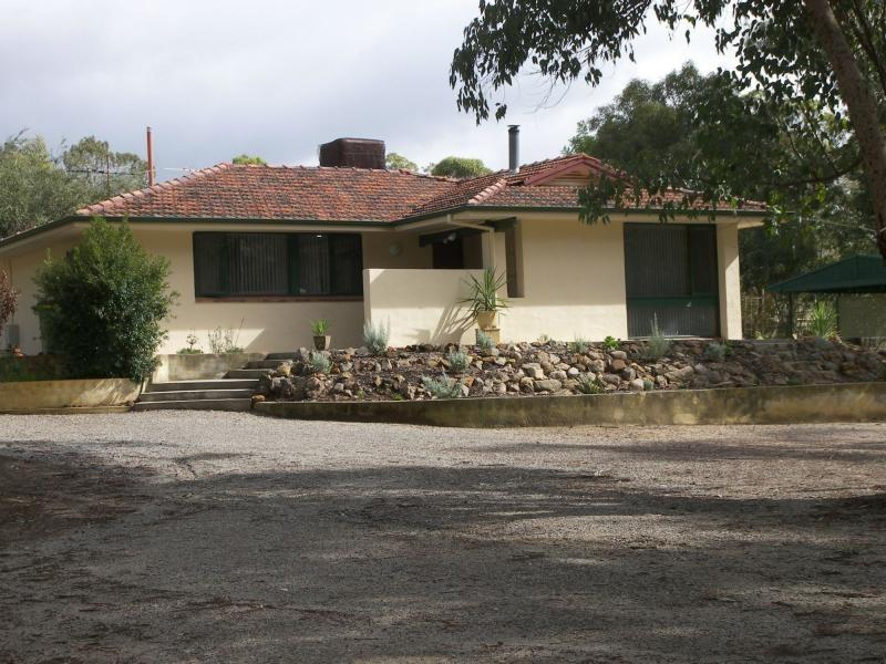 17 National Park Road, Swan View WA 6056