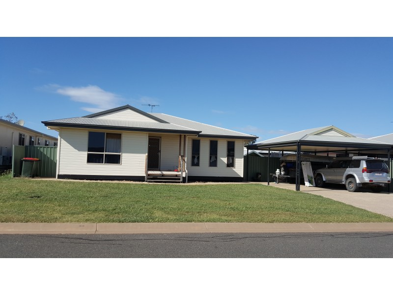 8 Summer Red Ct, Blackwater QLD 4717